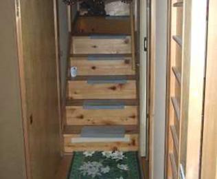 階段 滑り止め取付前