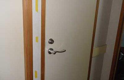 トイレ扉横 手摺り取付前