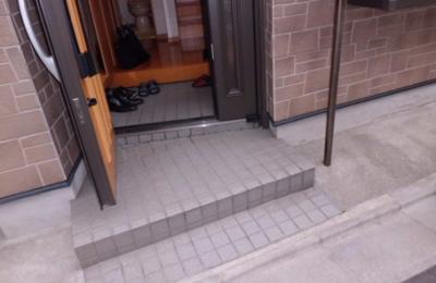 玄関 手すり設置前